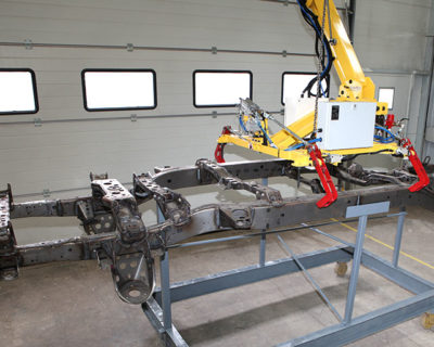 Pick-Transfer-Place of large Chassis with Elbowlift