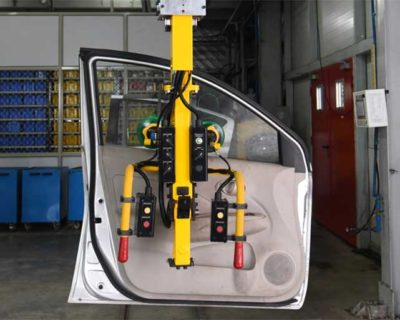 Telescopic Manipulator for handling Automotive doors